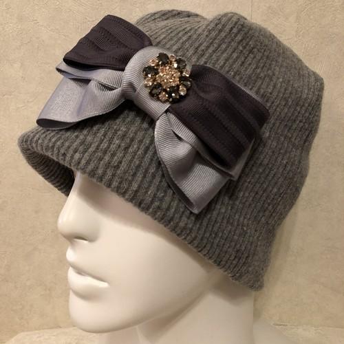 キラキラモチーフ付きインターストライプリボンのケア帽子 グレー
