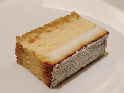 おやつシリーズ①  ガトーフロマージュ〜2層の特製チーズケーキ〜