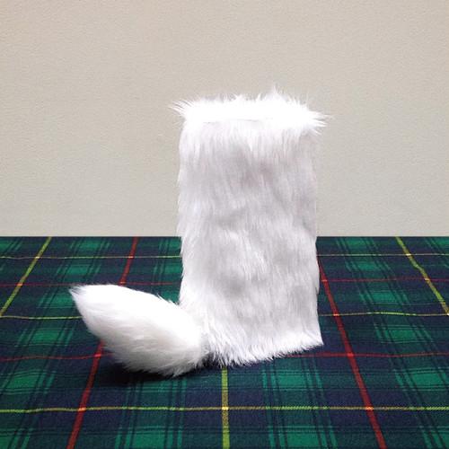 尻尾付きストラップでフワフワなスマホケース : White Rabbit