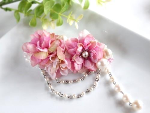 お花とゆらゆらパールのバレッタ