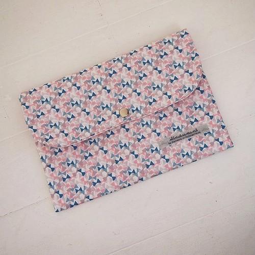 リバティ 母子手帳/通帳ケース フラッターリング/ブルー×ピンク Lサイズ パスポートケースにも