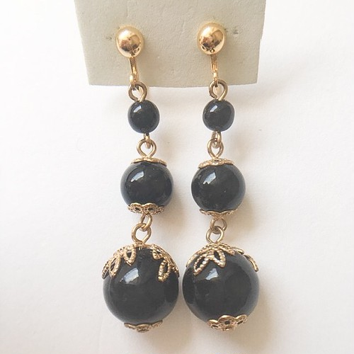 black beads dangle earring[e-920]