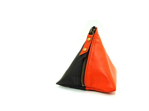 使い方は色々の三角レザーポーチ(オレンジ/ブラック)
