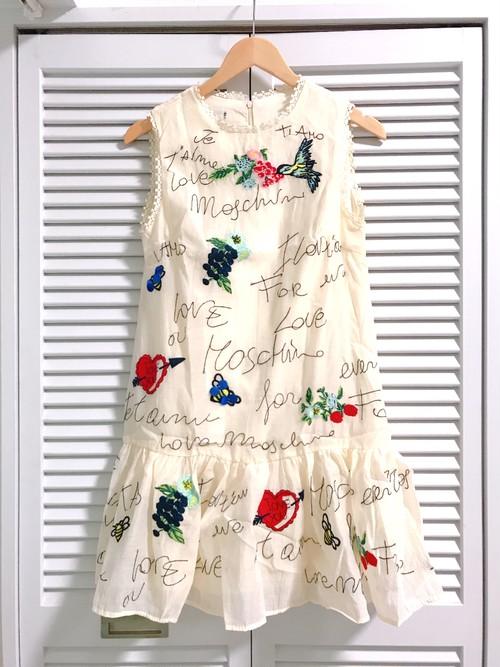 可愛い刺繍のミニワンピース