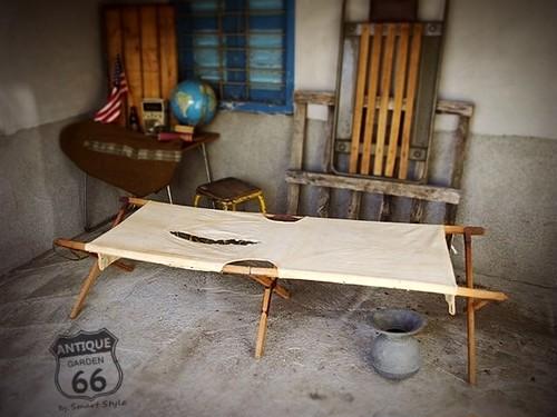 【SALE】USアーミー★ヴィンテージミリタリーコット/木製折りたたみベッドー赤金具【C-045】