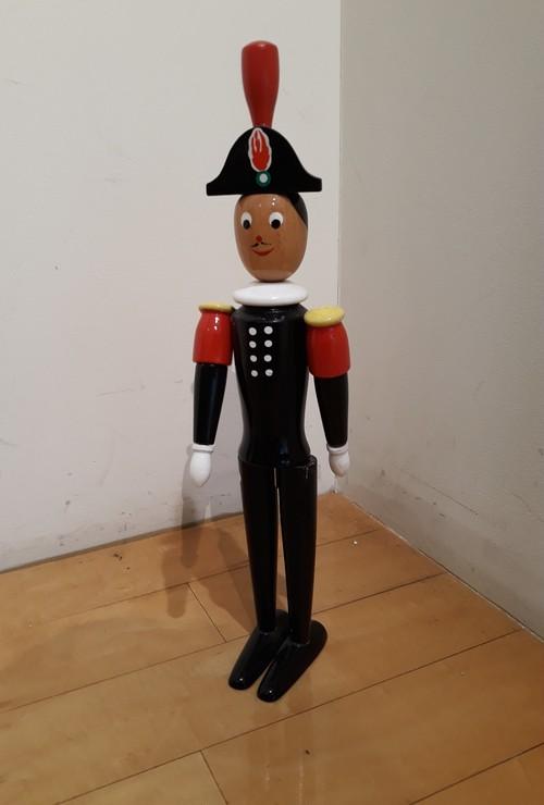 お巡りさんの人形