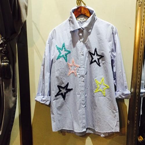 星柄刺繍のストライプシャツ