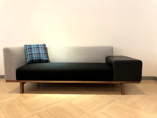 本革アームが印象的なソファ【日本製】