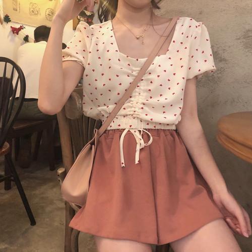ショート丈のラブリーシャツ+キュロットスカート
