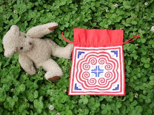 モラ刺繍の巾着袋 MOLA モラキルト パナマ 民族手芸 クナ族民族衣装