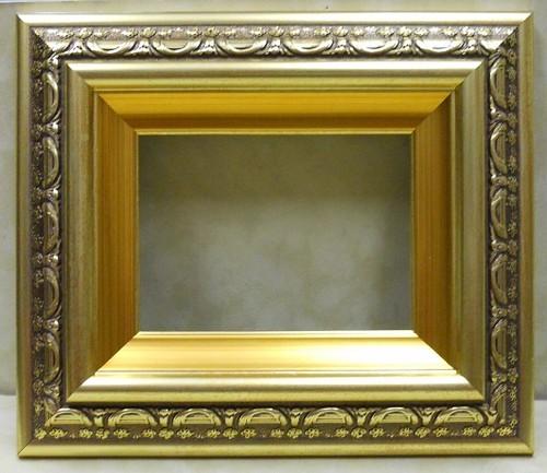 樹脂ミニ額ゴールドー9586額縁寸法100mm×80mm窓枠寸法88mm×68mm アクリル/裏板付/壁掛け用/箱なし/卓上用スタンドは、付いておりません。