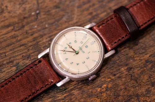 ひらがなを使用したポップさとモダンな雰囲気を持つ腕時計(Mia Mideum/店頭在庫品)