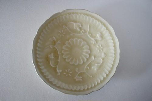 マルヤマウエア|陽刻皿 灰釉