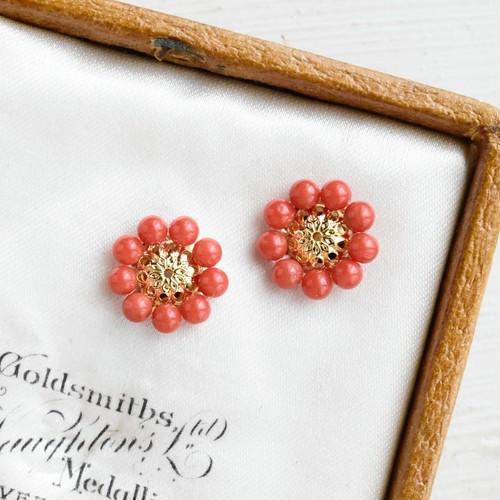 【ピアス・イヤリング】天然色の本赤珊瑚 レトロなお花・還暦祝いにも