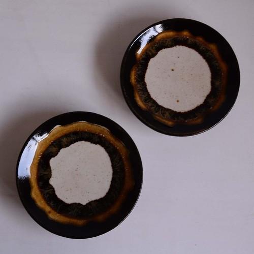 遠藤太郎 5寸皿(三色:黒・飴・茶)te-56