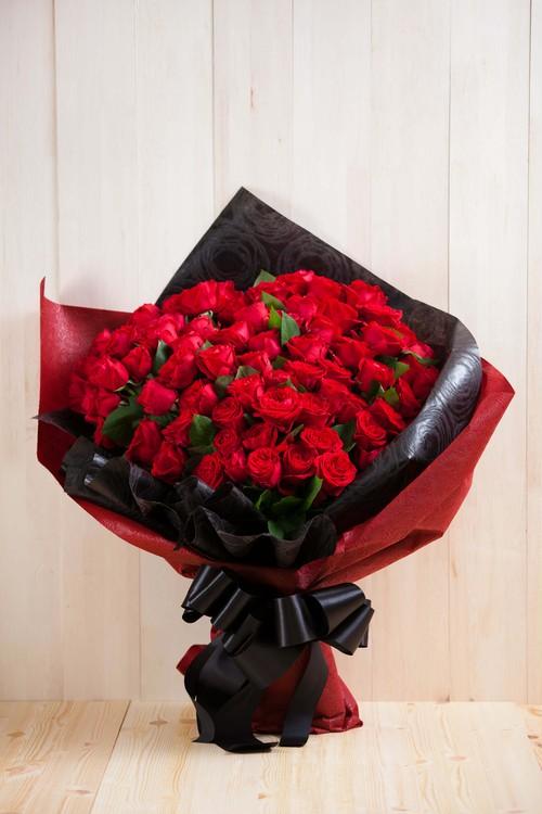 【プレゼントにぴったり】花束/100本のバラ