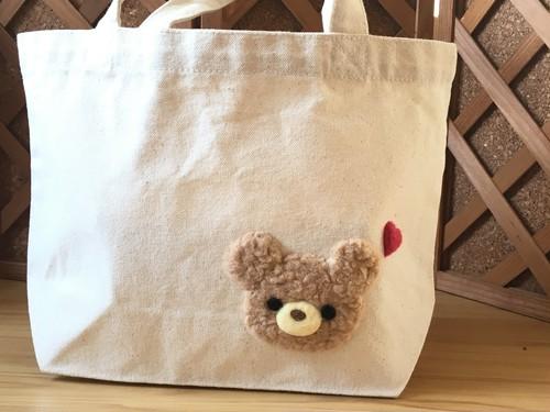 もこもこクマの刺しゅうバッグ