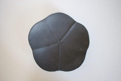額賀円也|鉄釉梅皿