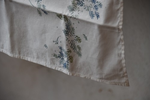 手描き染め大判ハンカチ(白い花) / HOI