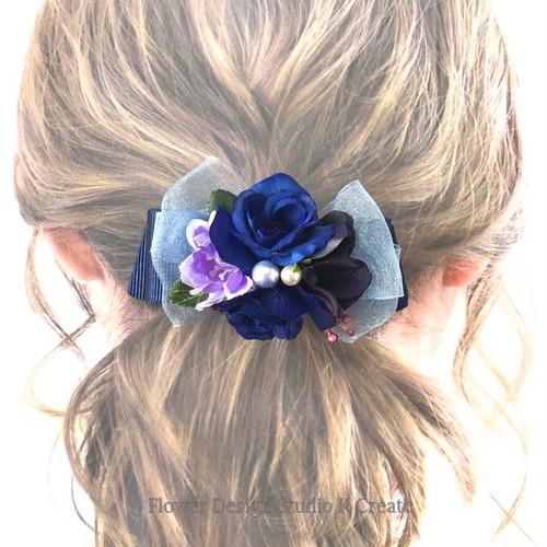 青い薔薇とパールのリボンバレッタ 髪飾り ネイビー 紺 リボン 薔薇 バレッタ