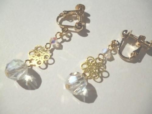 カットガラス・メタルパーツのイヤリング〈e593〉