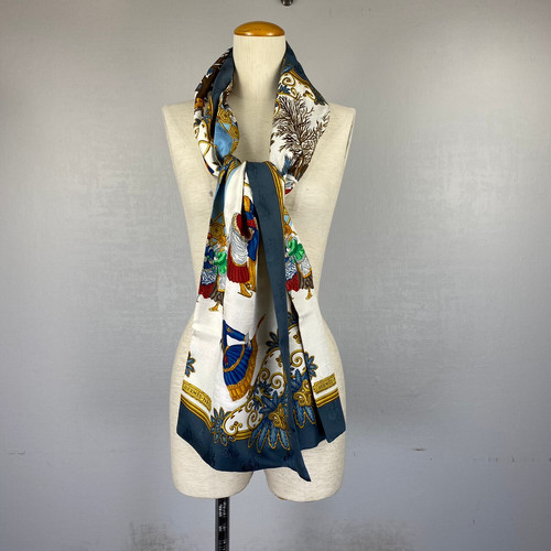 .HERMES Joies d' Hiver LARGE SIZE SILK 100% SCARF MADE IN FRANCE/エルメス 冬の愉しみ シルク100%大判スカーフ 2000000043135