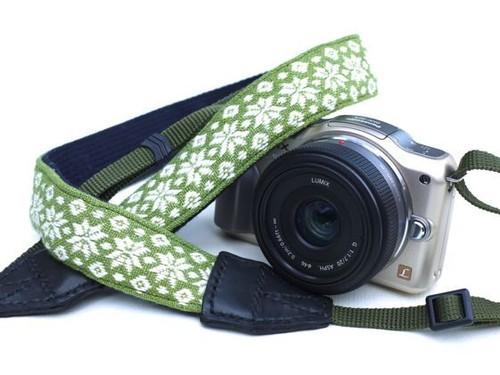 カメラストラップ 3㎝巾 一眼レフ&ミラーレスカメラ用 こぎん刺し 麻の葉とはなこ・まめこ 若草x白銀ラメ