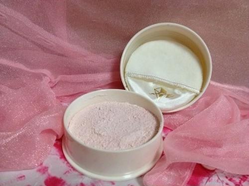 フェイスパウダー[ピンク] 油分なし / サラサラ粒子で外気から肌守ります