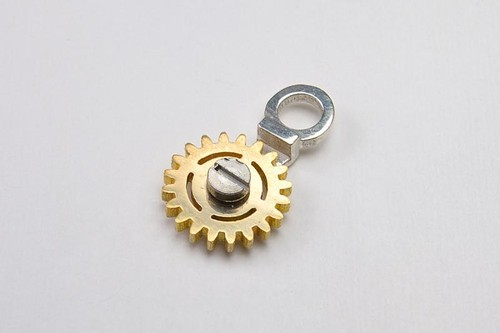 GEAR NECKLACE1