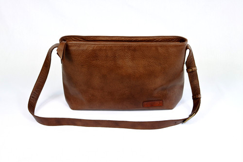 Yezo deer shoulder bag tanned dark brown