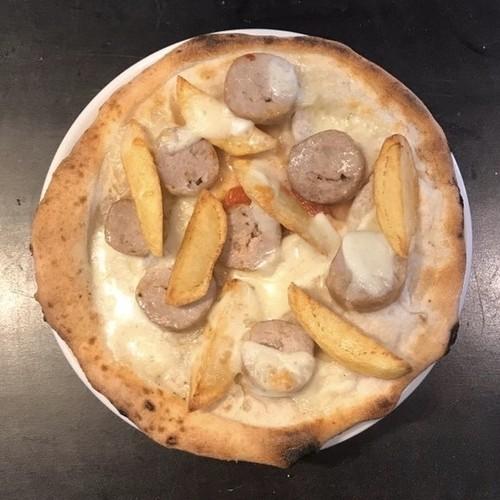 アメリカーナ 自家製ソーセージのピッツァ