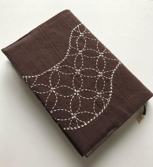 刺し子のブックカバー 単行本サイズ 焦げ茶