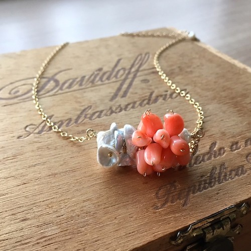 【pebble Ammi】Vintage lucite coral beads × keshi pearls 14KGFネックレス