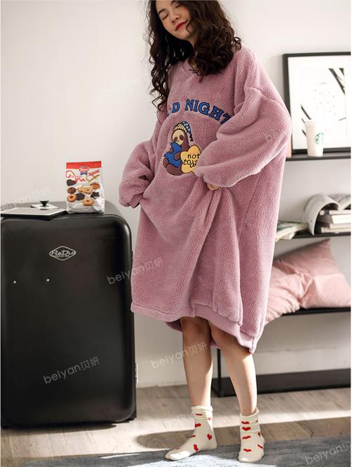 イラスト入りワンピースパジャマ M~XL ルームウェア パジャマ レディースパジャマ ワンピース 長袖 イラスト Vネック 起毛感 あったか ゆったり 可愛い リラックス 秋冬 HI-2001-0002807