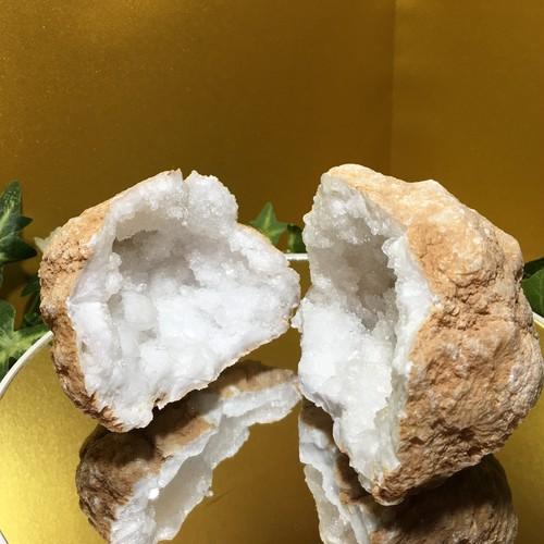 【原石ジオード一点もの】水晶ジオード(「新しい世界への飛躍」「豊かさの水路」「①姉:しっかり浄化して一旦リセット」「②弟:優しく浄化して包んであげる」)