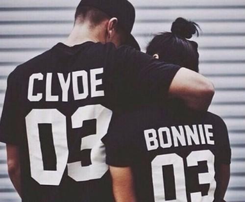 【送料無料】ペアルック BONNY and CLYDE Tシャツ メンズ レデイース おそろい 英文字 夫婦 カップル Tシャツ ブラック ホワイト ママ パパ