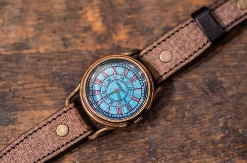 青サビで色付けした印象的な青が特徴の腕時計(Addy Medium/店頭在庫品)