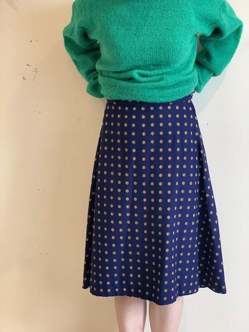 ヘルシンキ 紺地に花模様のスカート