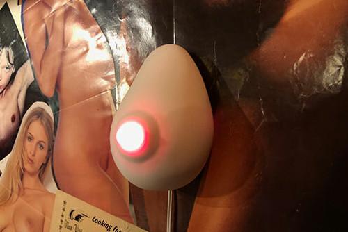 lighting boob