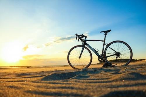 思わず自転車で旅に出たくなる オリジナルサイクルカレンダー【2018年度】