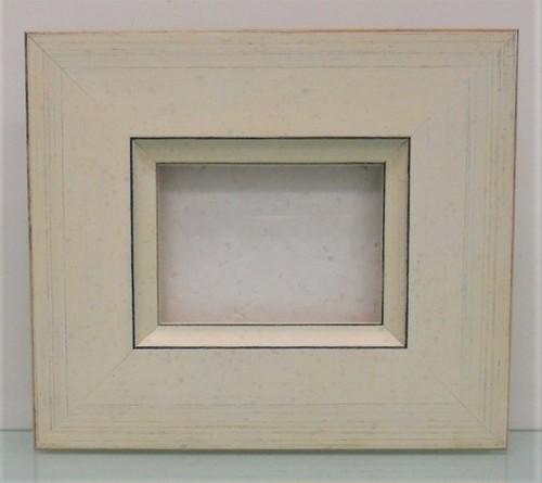 キャンバス寸法80mm×60mm×厚さ10mmが入る額縁 B-31014ホワイト額縁寸法84mm×64mm 2mmアクリル+エコスペース付(長手の2本) 箱付き壁掛け用