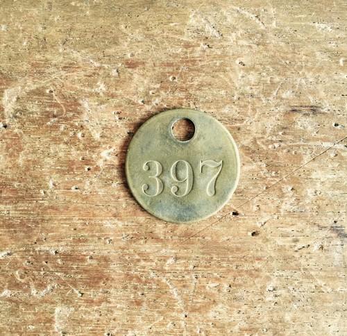 ヴィンテージの真鍮製ナンバープレート 397