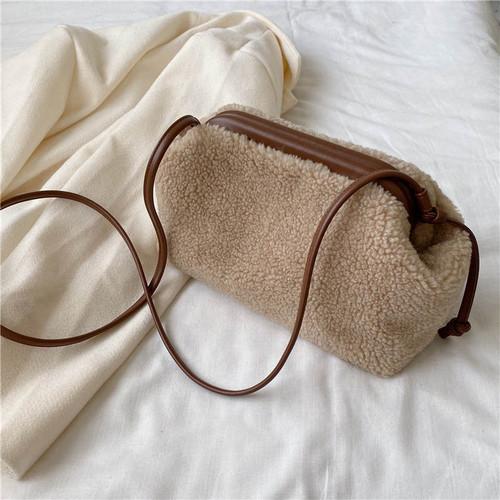 【送料無料】 冬コーデにぴったり♡ もこもこ ボア ミニサイズ ショルダーバッグ ミニバッグ カバン がま口