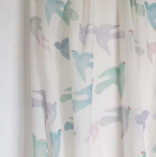 <Pastel Parrots> シフォン生地 180cm x 137cm