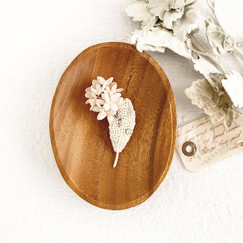 "Brooch :  ブローチ "" 冬の花 ""  (刺繍と布花のブローチ)"