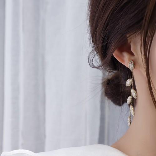 【ピアス】925純銀 葉 揺れる