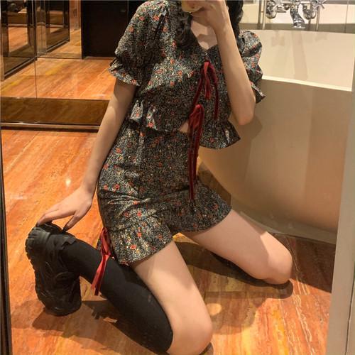 【セットアップ】スカート Tシャツ コーデ 花柄 シルエット 夏