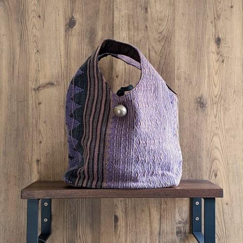 チェンマイ ナガ族刺繍の大きな〇ボタンがついたバッグ ⑤
