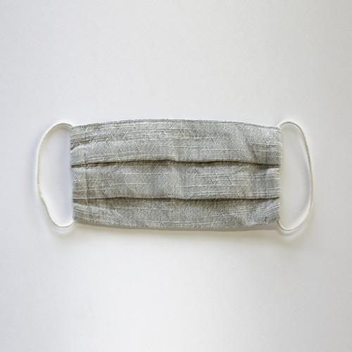 サラッとして蒸れにくい「綿麻素材の布マスク」たっぷりサイズのプリーツ仕立て [色:ライトグレー]