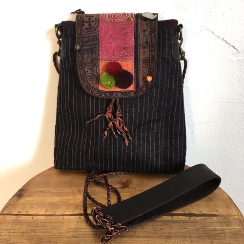 モン族手刺繍と麻で作ったショルダーバック